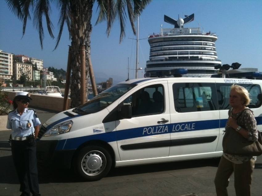 Savona Polizia mobile porto 01