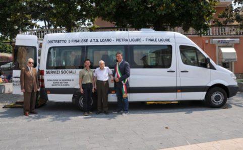 Loano anno 2013 consegna Pulmino Lettieri, Costa, Pignocca