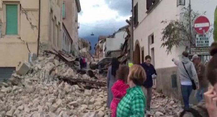 Terremoto Centro Italia: crolli e desolazione (video)