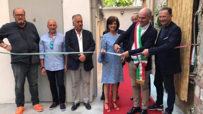 Teatro ambra di albenga inaugurati il bagno per disabili e i nuovi camerini foto - Il bagno teatro ...