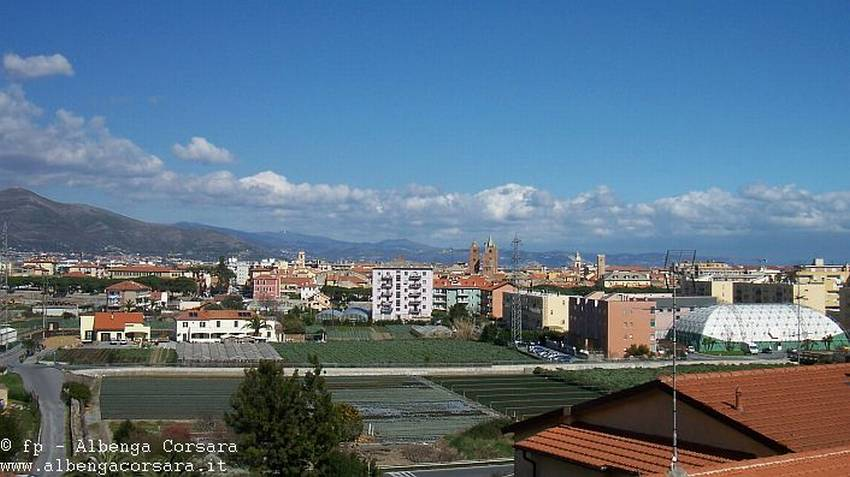 Albenga panoramica campi e torri A1 00