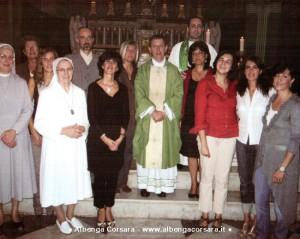 Don Tonino Suetta tra i suoi attuali parrocchiani