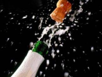 bottiglia tappo festeggiamento generica1 e1476130681614