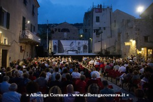 3 - gente_Piazza S. Agostino_ph FotoStudio Azais