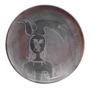 Wifredo Lam Piatto donna e uccello 1977 piatto terracotta e graffita d. cm 51