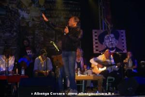 Mario Mesiano sul palco del Teatro Ambra di Albenga