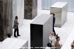 blocchi marmo in esposizione