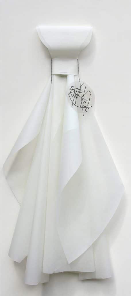 Mariella Bettineschi. La vestizione dell'angelo, 1996, carta da lucido, acetato, pennarello, 110 x 53 x 11 cm.