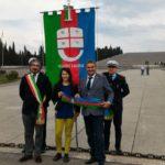 03 Muzio Salvatore e sindaco dI Redipuglia con gonfalone Liguria