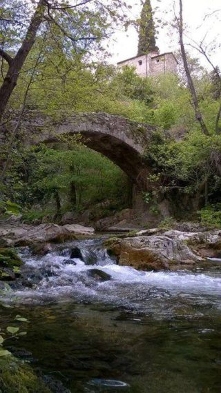 foto erli il ponte sulla via del sale in frazione bassi
