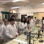 02 Chimici al lavoro in laboratorio