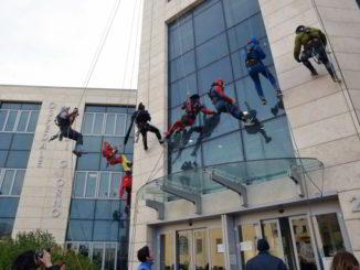 discesa supereroi dal pad 20 Ospedale Gaslini di Genova