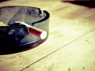 sigaretta nel portacenere