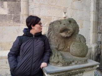 Chiara Buffa in piazza dei Leoni ad Albenga