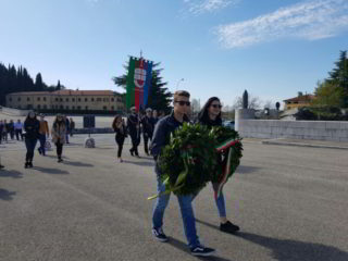 onore ai caduti studenti liguri
