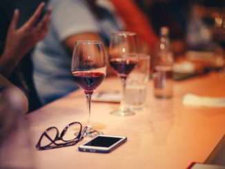 vino bicchieri tavolo
