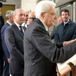 07 firma del libro storico del Gaslini