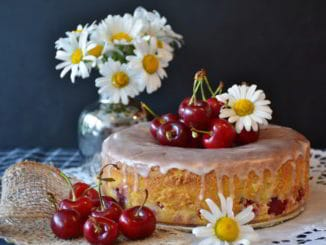 torta ciliegie e margherite