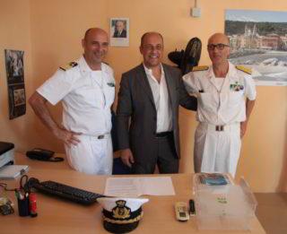 Guardia Costiera e sindaco Roberto Sasso Del Verme