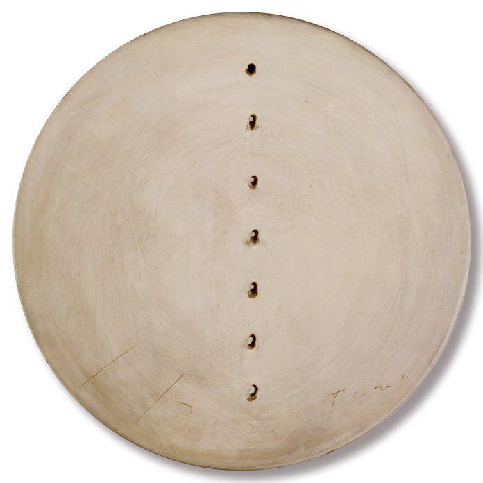 10 Lucio Fontana Concetto spaziale 1960 61 terracotta e ingobbio 50 cm. Coll privata courtesy Montrasio Arte Monza Milano