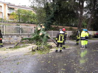 Vigili del fuoco e protezione civile in azione ad Andora