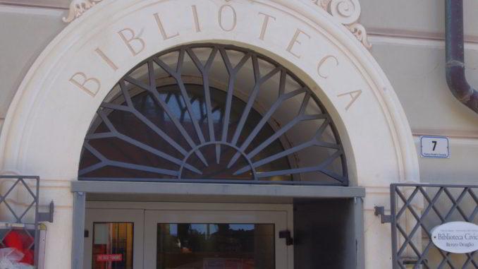 Entrata Biblioteca Civica Deaglio Alassio - effe