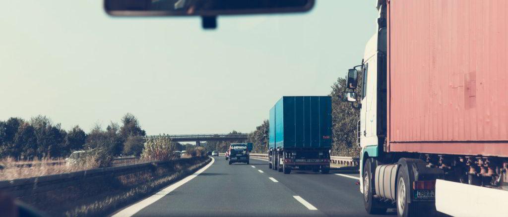 camion su strada