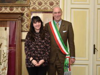 cittadinanza Alassio Atlanta Hysaj con il sindaco Marco Melgrati