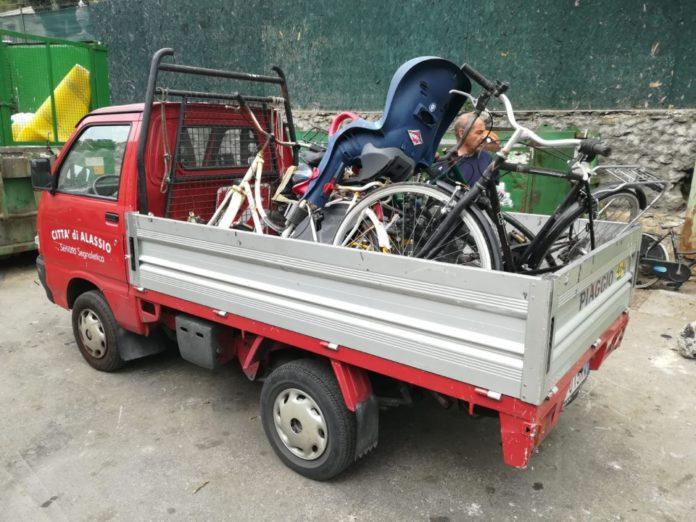 04 Carico bici1 Alassio