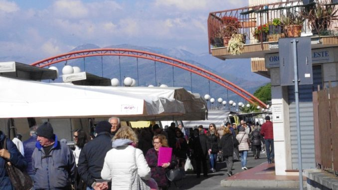 mercato lungocenta Albenga