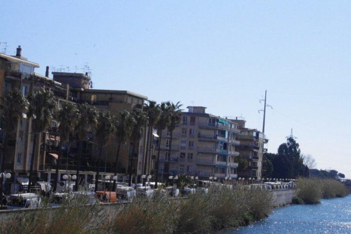 12 Nuovo mercato lungocenta Albenga effe