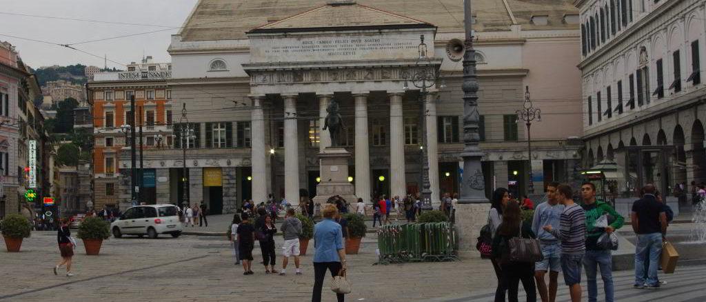 Genova piazzaDe Ferrari e Teatro Carlo Felice