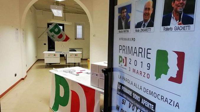 Un seggio delle Primarie del Pd a Savona