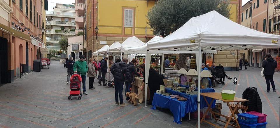 Mercatino Artigiano in piazza a Loano