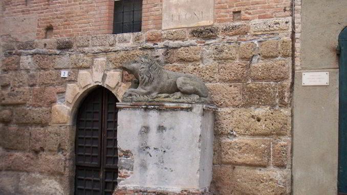 Piazza dei Leoni