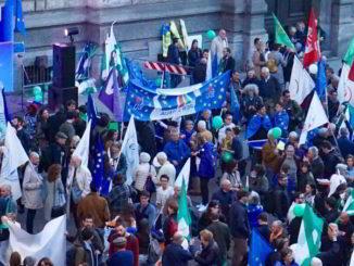 Festa Europa MFE Milano piazza della Scala