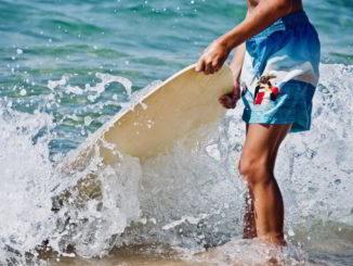 mare giovane spiaggia