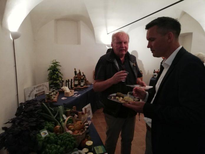04 Landora piatto del gemellaggio tra Andora e Larvik
