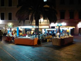 Mercato Artigiano a Loano veduta serale