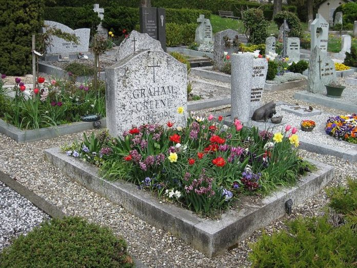 800px Graham Greene grave in Corseaux