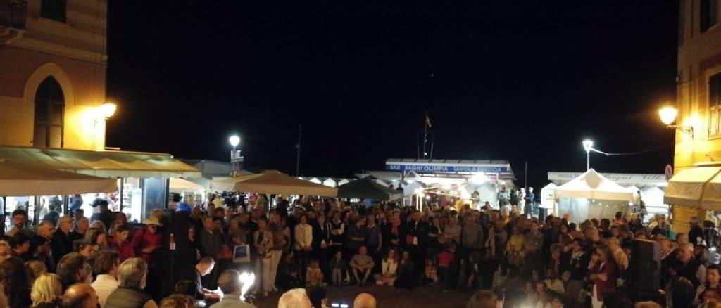 Celle Ligure in piazza di sera