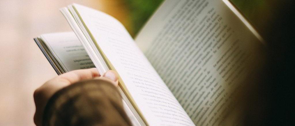 Sfogliando un libro