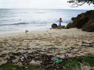 plastica riva mare