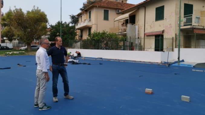 sopralluogo al campo di basket del sindaco Mauro Demichelis e ingegnere Emilio Brovelli