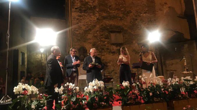 Giovanni Battista Gandolfo riceve ad Albenga il Premio dei Leoni