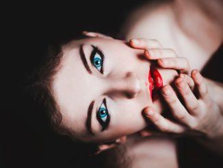 viso donna occhi