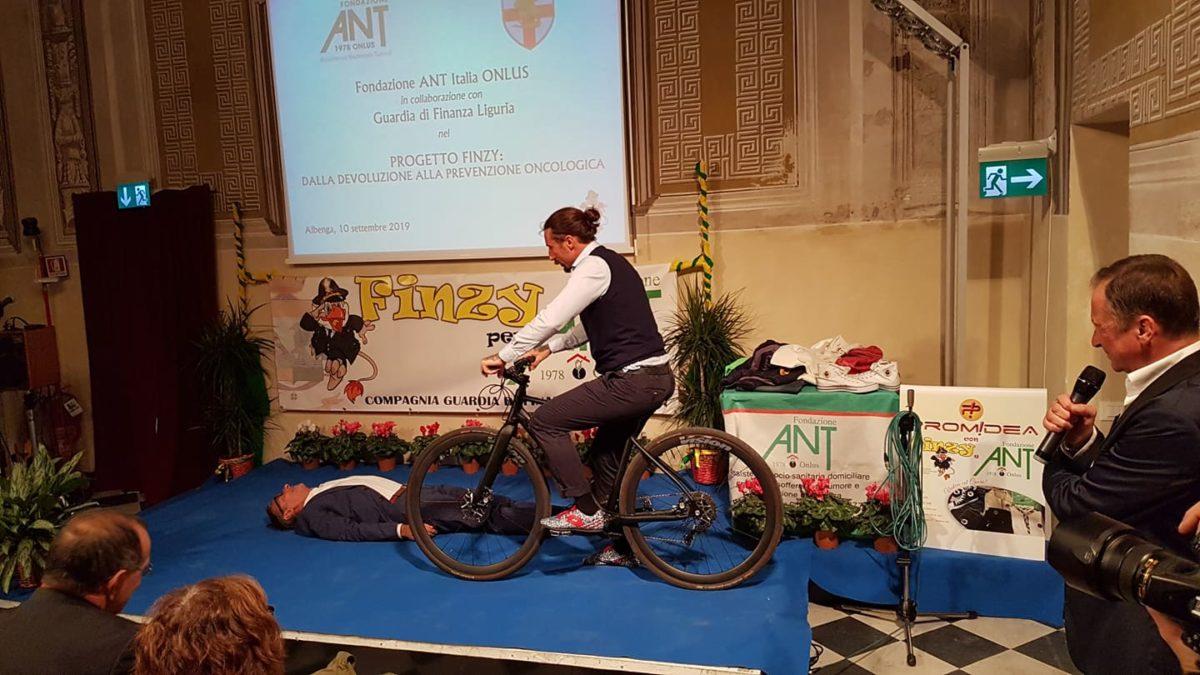 02 Donazione Guardia di Finanza ad Ant Albenga
