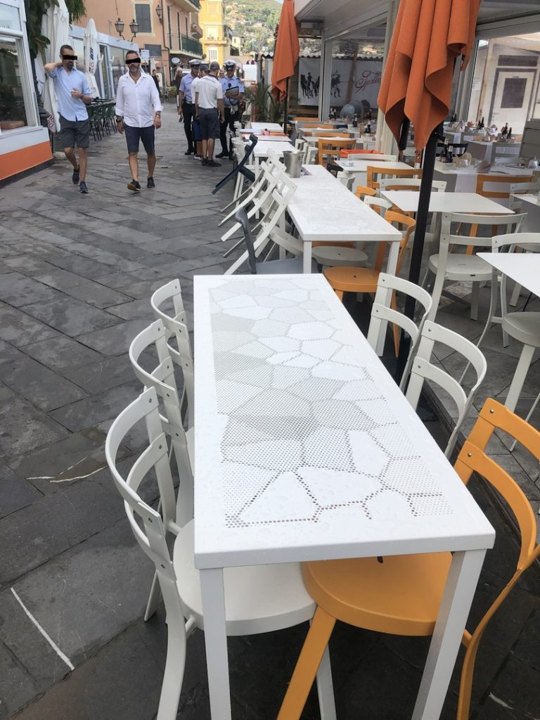 03 sequestro sedie e tavolini a locale di Alassio