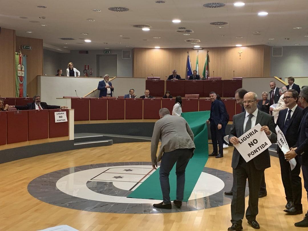 04 Flash mob in Consiglio Regione Liguria