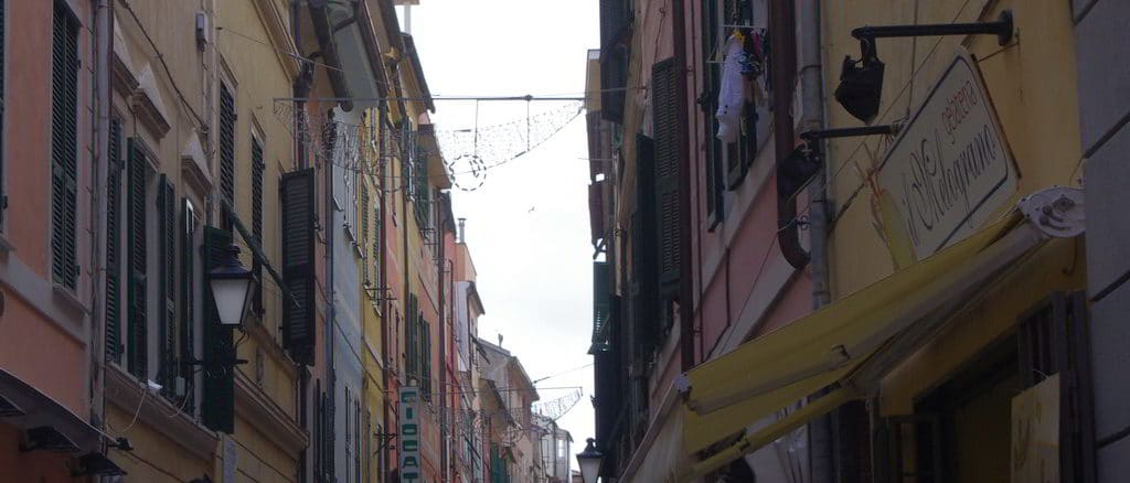 Caruggi nel centro storico di Loano